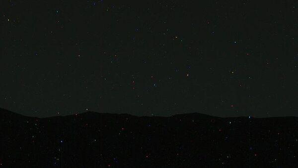 Необработанный снимок ночного неба Марса