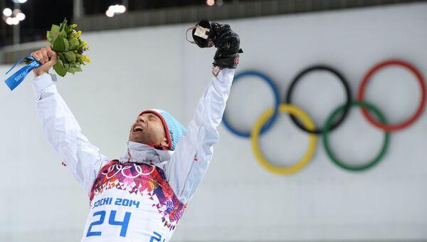 Уле-Эйнар Бьорндален (Норвегия), завоевавший золотую медаль в спринтерской гонке на соревнованиях по биатлону