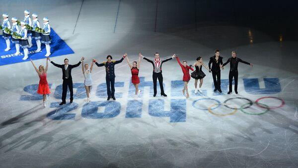 Российские фигуристы, завоевавшие золотые медали в командных соревнованиях по фигурному катанию