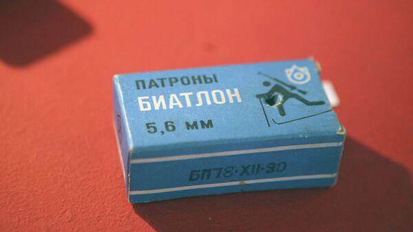 Коробка с патронами для стрельбы в биатлоне. Архивное фото