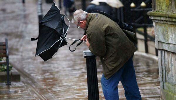 Штормовой ветер и ливни не прекращаются в Великобритании. Событийное фото