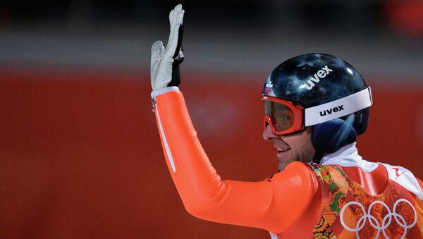 Дмитрий Васильев (Россия) в квалификации индивидуальных соревнований по прыжкам с большого трамплина (К-125) среди мужчин