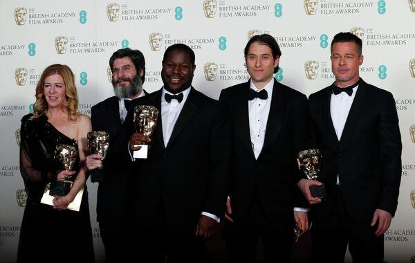 Стив Маккуин, Деде Гарднер, Энтони Катагас, Джереми Клейнер и Брэд Питт на церемонии вручения премии BAFTA