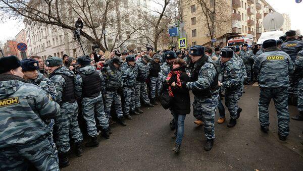 Сотрудники полиции у здания Замоскворецкого суда Москвы, архивное фото