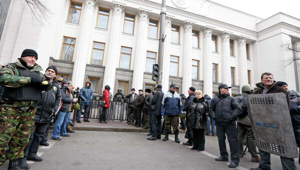 У здания Верховной Рады Украины в Киеве. 22 февраля 2014. Фото с места события
