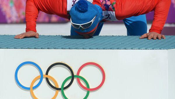 Александр Легков (Россия), завоевавший золотую медаль в масс-старте