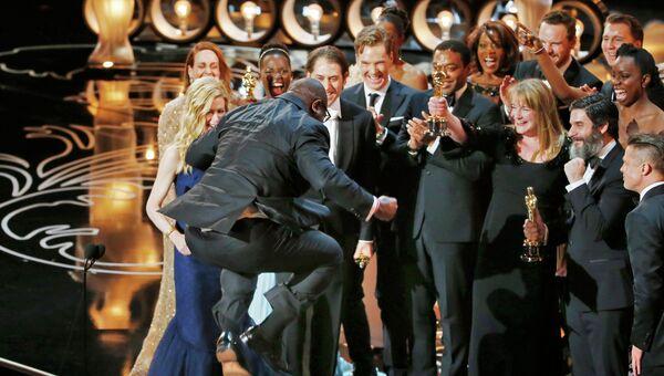Режиссер и продюсер Стив Маккуин получил главный Оскар за фильм 12 лет рабства