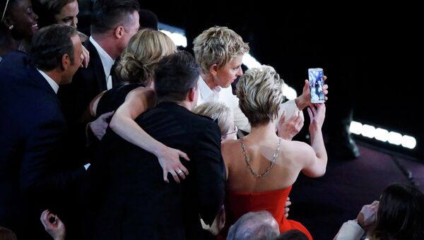 Селфи актеров на Оскаре стал самой популярной фотографией в Twitter
