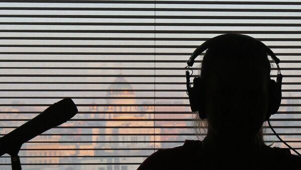 В студии радиостанции во время работы Эхо Москвы. Архивное фото