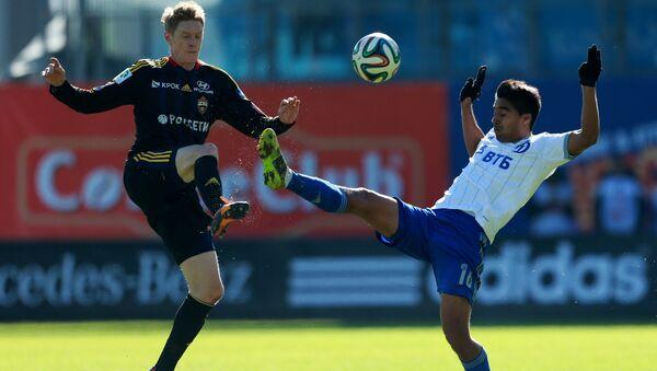 Игрок ЦСКА Расмус Эльм (слева), архивное фото