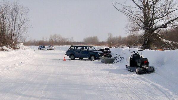 ДТП на 26-м километре автодороги Парабель-Нарым^ столкнулись ВАЗ-2104 и снегоход Yamaha, событийное фото