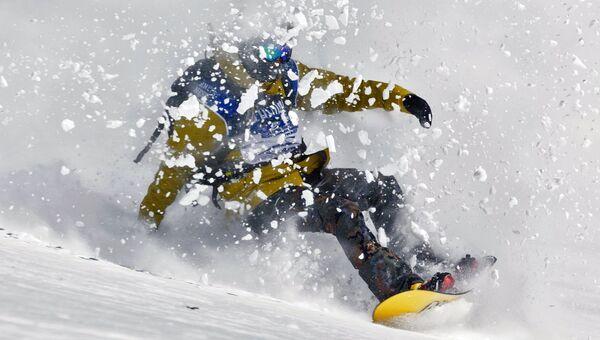 Соревнования на сноуборде. Архивное фото