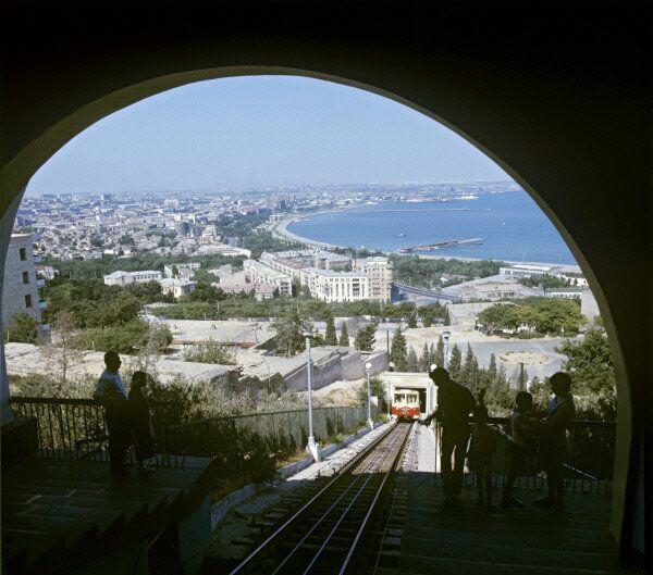 Горная дорога, бакинский фуникулер, Баку, Азербайджан