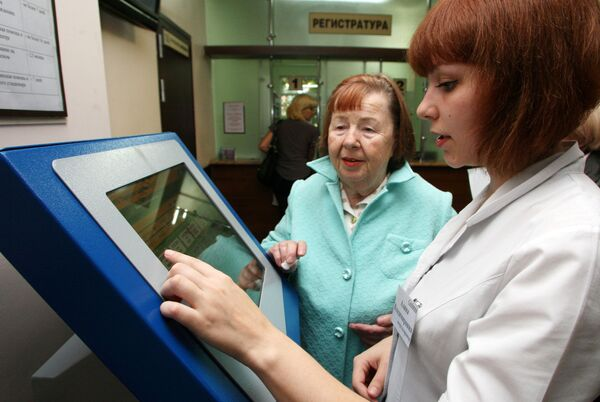 Работа электронной регистратуры в поликлинике №2 города Калининграда, пенсионерка, собес. соцзищита