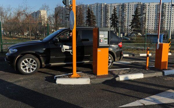 Перехватывающая парковка у станции метро Аннино