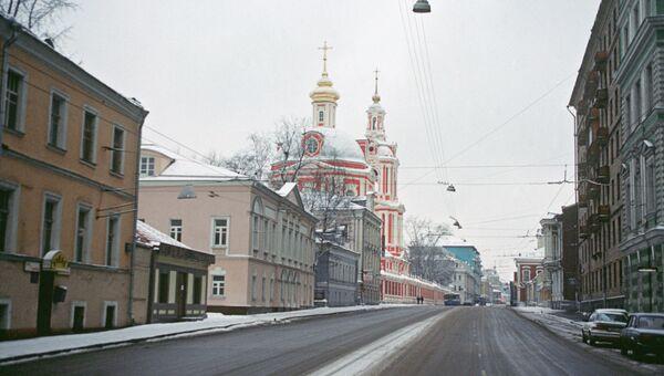 Старая Басманная улица в Москве