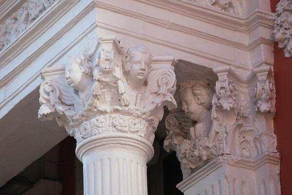 Архангельский переулок, дом 15 а, церковь Архангела Гавриила, головки ангелочков.