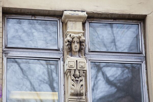 Дегтярный переулок, дом 6, стр. 1, женские головы