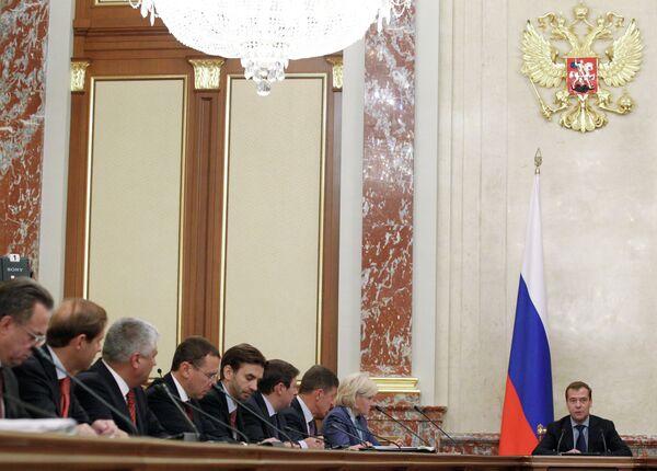 Премьер-министр РФ Дмитрий Медведев во время заседания кабинета министров РФ