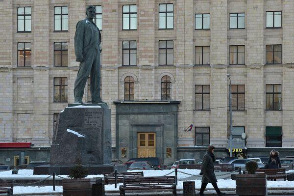 Здание Минэкономразвития в Москве Триумфальная площадь памятник Маяковскому