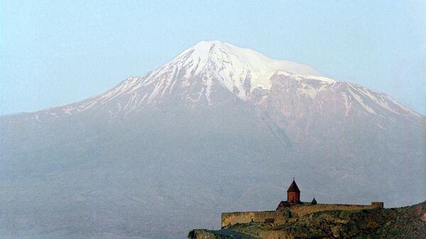 Храм Хор-Вирап в Армении