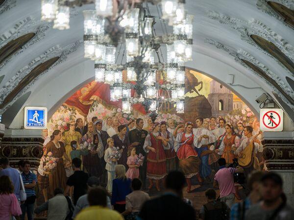 Открытие панно на станции метро Киевская после реконструкции