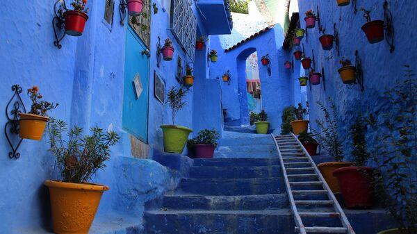 Синяя улица в городе Шавен