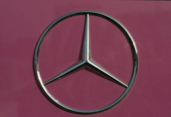 Эмблема фирмы «Мерседес – Бенц»