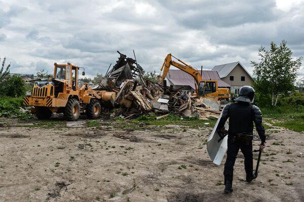 В Плеханово продолжается снос незаконных построек