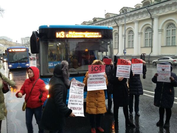Валютные ипотечники перекрыли Моховую улицу в Москве