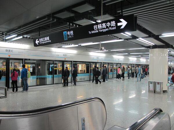 Один из вестибюлей станции метро Сюйцзяхуэй, Шанхай