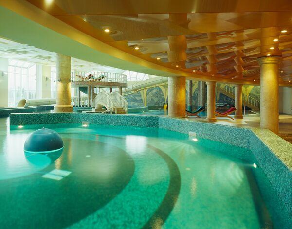 Фитнес-клуб с бассейном, аквапарком и зоной SPA в ЖК Алые Паруса