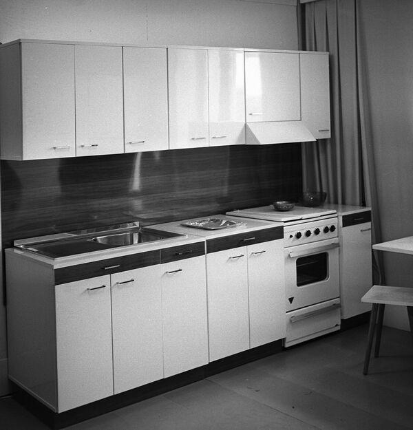 Комплект кухонной мебели, выпускаемый московской мебельной фабрикой №13