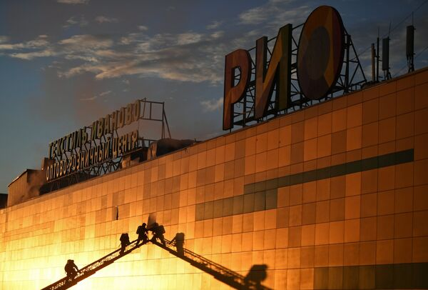 Пожар в ТЦ РИО в Москве