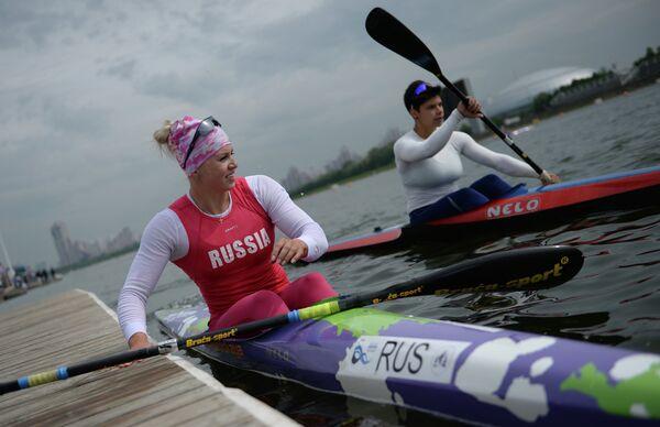 Наталья Подольская (слева)