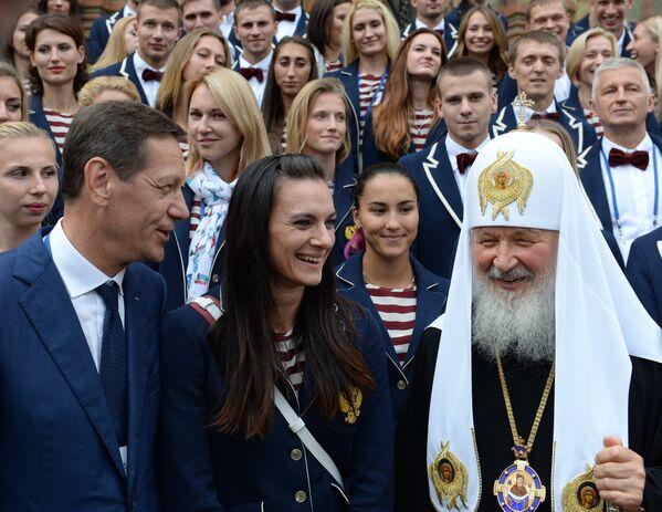 Патриарх Московский и всея Руси Кирилл (справа)