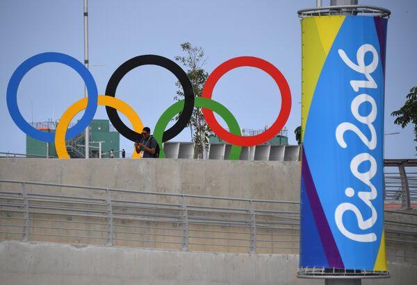 Олимпийская символика в Олимпийском парке в Рио-де-Жанейро