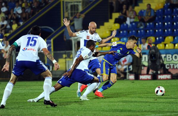 Игровой момент матча 1-го тура РФПЛ Ростов - Оренбург