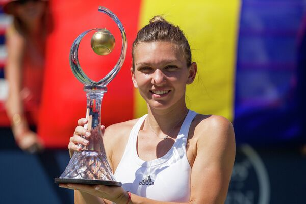 Румынка Симона Халеп, ставшая победителем теннисного турнира в канадском Монреале