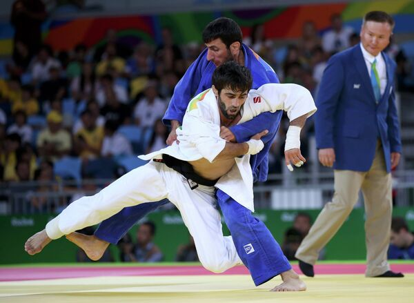 Беслан Мудранов (Россия) (на первом плане) и Ованес Давтян (Армения)