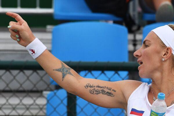 Россиянка Светлана Кузнецова  во время матча первого круга олимпийского теннисного турнира на Играх-2016 в Рио-де-Жанейро