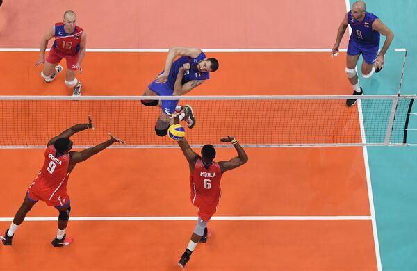 Игровой момент матча Россия - Куба