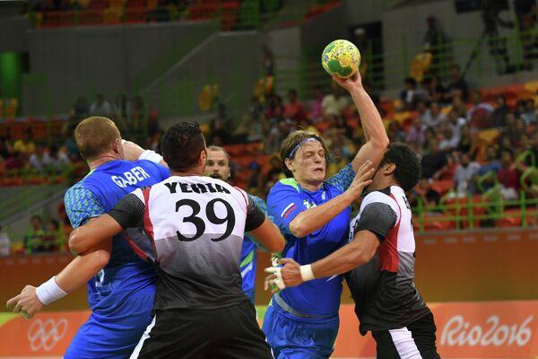 Игровой момент матча Словения - Египет