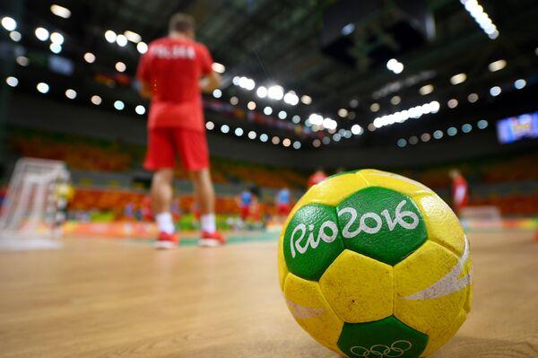 Гандбольный мяч на олимпийской арене в Рио-де-Жанейро