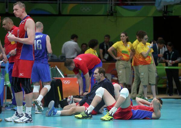 Российские волейболисты после поражения от аргентинцев на Олимпиаде-2016