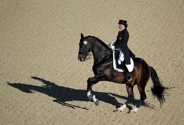 Инесса Меркулова на лошади Мистер Икс