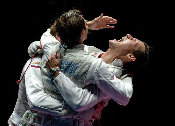 Рапиристы сборной России Артур Ахматхузин, Алексей Черемисинов и Тимур Сафин (слева направо)