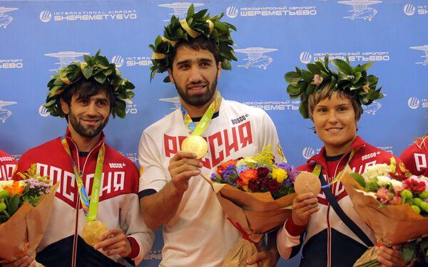 Беслан Мудранов, Хасан Халмурзаев и Наталья Кузютина (слева направо)