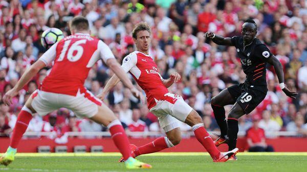 Игровой момент матча первого тура чемпионата Англии по футболу между Ливерпулем и лондонским Арсеналом