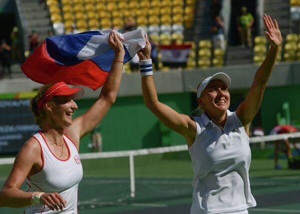 Екатерина Макарова и Елена Веснина (справа)